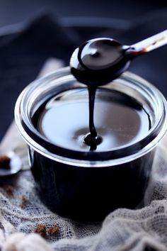 Caramel balsamique How To Make Sauce, Dessert Restaurants, Sauces, Marinade Sauce, No Salt Recipes, Pesto Sauce, Chutney, Chocolate Fondue, Food Hacks
