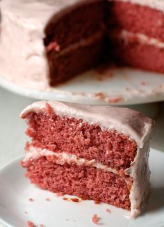 If you're looking for a strawberry dessert, Strawberry Cake with Strawberry Cream Cheese Frosting delivers in a big way! - Bake or Break