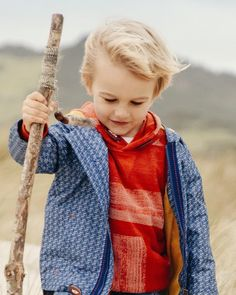 TRAVELLER • changing weather calls for flexible layers - our new geometric anorak and festival sweat are a perfect pair. 🍁🌤 #pumpkinpatchkids #newseason #kidsfashion