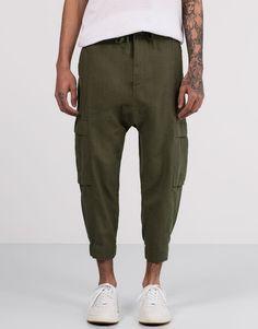 Pull&Bear - hombre - novedades - pantalón tipo cargo cropped - kaki - 05684559-V2016
