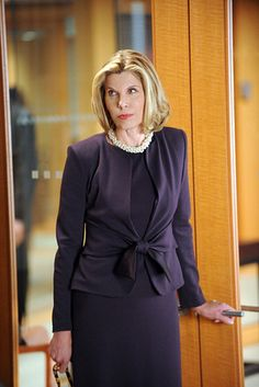 Christine Baranski – The Good Wife fashion Diva. Well groomed and modest in attire no cleavage hanging out. She looks beautiful and professional with attire that says look at my face and listen to what I am saying. Fashion 101, Diva Fashion, Work Fashion, Fashion Advice, Womens Fashion, Lawyer Fashion, Diane Keaton, Business Outfits, Business Fashion