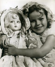 Shirley Temple with the doll from Bright Eyes, Child Actresses, Child Actors, Golden Age Of Hollywood, Old Hollywood, Shirly Temple, Idole, Actrices Hollywood, Star Wars, Famous Faces