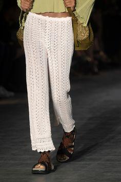 Alberta Ferretti at Milan Fashion Week Spring 2019 - Details Runway Photos Crochet Pants, Crochet Skirts, Crochet Clothes, Moda Crochet, Summer Knitting, Milan Fashion Weeks, Alberta Ferretti, Knit Fashion, Fashion Design