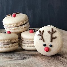 Our kind of macarons for the holidays! Cute reindeer macs by … Our kind of macarons for the holidays! Cute reindeer macs by · · · Wilton Cake Decorating, Cookie Decorating, Christmas Deserts, Christmas Goodies, Macarons Christmas, Macaron Fimo, Macaroon Cookies, Macaroon Recipes, Cute Desserts