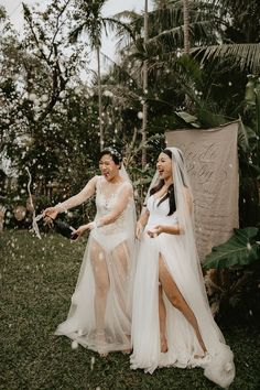 A fun celebratory moment caught on camera | Image by Thien Tong Photography Wedding Blog, Wedding Styles, Elopement Inspiration, Bridesmaid Dresses, Wedding Dresses, Bridal Fashion, Bridal Style, Floral Arrangements, Boho