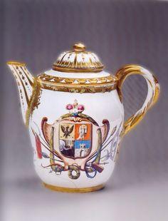 Чайник с изображением герба князей Долгоруких