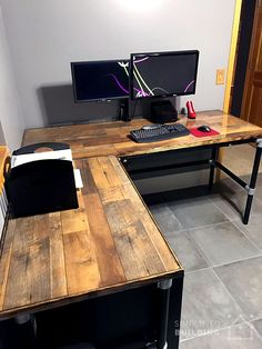 DIY Laminate Flooring Table Top Desk #KeeKlamp #DIY #PipeDesk