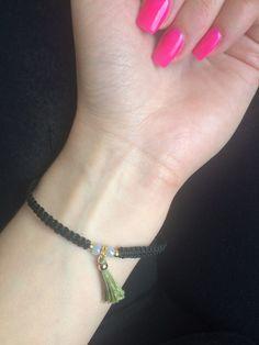 Mein Armband mit trendiger Quaste von ! Größe  für 2,00 €. Sieh´s dir an: http://www.kleiderkreisel.de/accessoires/armbander/155592892-armband-mit-trendiger-quaste.