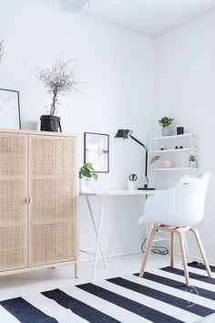 White home office – Home Office Design On A Budget Long Week-end, Home Desk, Scandinavian Home, White Houses, Home Office Design, My New Room, Decorating Your Home, Home Furniture, Sweet Home