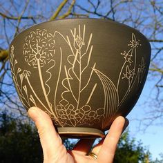 I love the promise of longer and possibly warmer days.....we've had some very welcome blue skies lately! #ceramics #stoneware #sgraffito #wildflowers #wildplants #blueskies #springtime #lookingforward #scottishpotter #longerdays