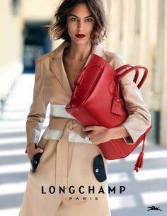 Alexa Chung arbore le magnifique sac Pénélope en cuir rouge Longchamp #sac #Longchamp