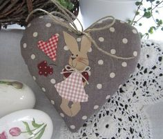 Ideas for decor diy easter valentines day Valentine Decorations, Valentine Crafts, Easter Crafts, Sewing Crafts, Sewing Projects, Fabric Hearts, Diy Ostern, Valentine's Day Diy, Applique Designs