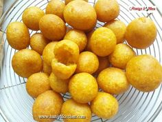 Resep Bola Bola Ubi Kopong Mudah Enak Sweet Recipes, Cake Recipes, Indonesian Food, Fritters, Pretzel Bites, Food And Drink, Cooking Recipes, Menu, Yummy Food