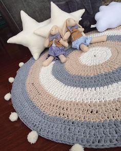 Woven floor mats of diameter 🙌🏻💕 bunnies and stars … - Easy Purse Diy Baby Deco, Crochet Mat, Knit Rug, Animal Rug, Baby Girl Bedding, Diy Purse, Nursery Rugs, Floor Mats, Crochet Patterns