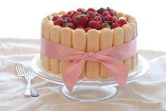 Tiramisu Cake with eggy mascarpone filling. Tiramisu Recipe, Tiramisu Cake, Just Desserts, Delicious Desserts, Dessert Recipes, Charlotte Cake, Cupcake Cakes, Cupcakes, Sponge Cake Recipes