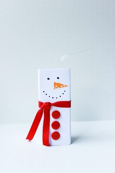 How to make a juicebox snowman- sub mini pompoms for buttons for a large group since buttons can be pricey.
