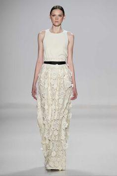 Erin Fetherston Fall 2015 Ready-to-Wear Fashion Show Runway Fashion 2015, Fashion Show, Fashion Design, London Fashion Weeks, Structured Fashion, Black White Fashion, Glamour, Spring Dresses, Maxi Dresses