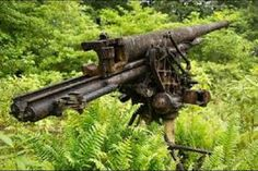 Here are two, rarely seen, Japanese guns from the second world war, installed in the forests of the island of New Georgia in the Western Province, with the aim of protecting the town and lagoon around the town of Munda. Military Trends, Military News, Military History, Battle Of Tarawa, Battle Of Stalingrad, Afghanistan War, Iraq War, Georgia Islands, The Blitz Ww2