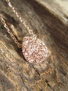 Rose Gold Druzy Necklace Titanium Drusy Quartz by Julianneblumlo - Jewelry Cute Jewelry, Body Jewelry, Jewelry Accessories, Jewelry Ideas, Jewelry Gifts, Craft Jewelry, Jewelry Trends, Bijoux Or Rose, The Bling Ring