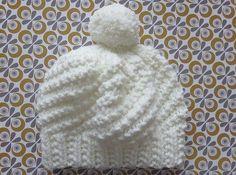 Le bonnet Polar express Bonnet blanc et… Bonnet Crochet, Crochet Baby, Knit Crochet, Knitting Designs, Knitting Patterns, Crochet Patterns, Hat Patterns, Knit Hat Pattern Easy, Knit Beanie