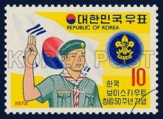 Postage Stamp to commemorate the 50th Anniversary of Boy Scouts of Korea, Boy Scouts, Korea flag, Boy Scouts mark, commemoration, yellow, blue, white, 1972 10 05, 한국 보이스카우트 창립 50주년 기념, 1972년 10월 05일, 827, 선서하는 소년단원의 모습, postage 우표