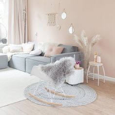 The gorgeous living room of @ellefotografie  Love those soft pastel colours! . #livingroom #livingroomdecor #nordichome #nordicinspiration