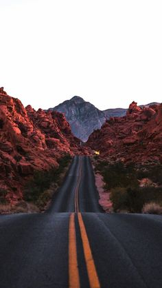 Beautiful landscape photography tips. Beautiful Landscape Photography, Beautiful Landscapes, Urban Landscape, Landscape Photos, Mountain Landscape, Travel Photographie, Road Photography, Aerial Photography, Perspective Photography