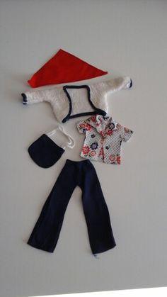 Sindy kledingset Mix n Match. Prachtig!!! Dat gebloemd bloesje en wollig vestje zijn zó schattig. Dit setje hebben m'n Sindy's heel veel gedragen.