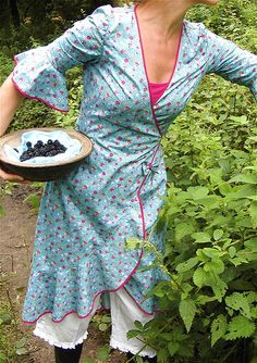 Picking berries in the morning... yes!