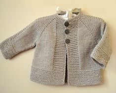 Simple and stylish quick knit top down - Knitting pattern by OGE Knitwear D. Simple and stylish quick knit from top to bottom - knitting instructions from OGE Knitwear Designs Source.Simple and stylish quick knit top down - simple, stylish top down j Baby Cardigan Knitting Pattern Free, Baby Sweater Patterns, Knitted Baby Cardigan, Knit Baby Sweaters, Baby Knitting Patterns, Knitting For Kids, Kimono Pattern Free, Simple Knitting, Toddler Sweater