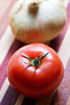 Summer Recipe Series: Tomato and Vidalia Onion Pie - Tamara Like Camera Pie Recipes, Veggie Recipes, Casserole Recipes, Great Recipes, Cooking Recipes, Recipies, Vidalia Onion Recipes, Vidalia Onions, Onion Pie