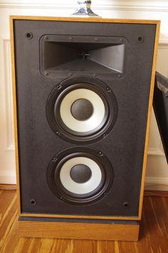 Klipsch without its grille. Note double woofers and classic Klipsch horn. Klipsch Speakers, Room Speakers, Pro Audio Speakers, Audiophile Speakers, Audio Room, Hifi Audio, Kenwood Audio, Open Baffle Speakers, Audio Studio