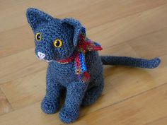 Cat Sitting || Free Pattern by Roswitha Mueller