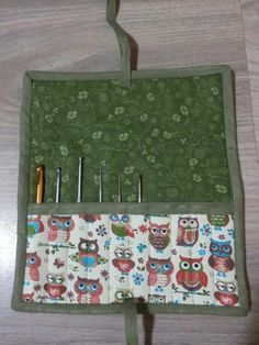 Tati Artesanatos: Porta agulhas de crochê em tecido