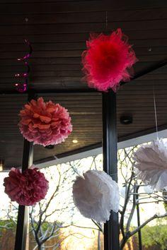 Bolas de feltro e papel de seda