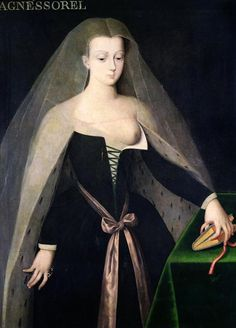 Portrait d'Agnès Sorel(16th century). Anonymous. Oil on panel. Inspired by the Melun Diptych, a two panel oil painting by the French court painter Jean Fouquet (1425-1480) created around 1452. Sorel (1421–1450), known by the sobriquet Dame de beauté, was a favourite mistress of King Charles VII of France, to whom she bore three daughters .She had a very strong influence on the king, and that, in addition to her extravagant tastes, earned her a number of powerful enemies at court.