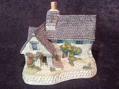 David Winter Cottages Scottish Collection The Gillie's Cottage Dated 1988