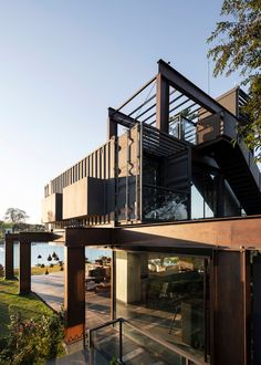 Container Laif House by BAUEN - Paraguay - Living in a Container Storage Container Homes, Container House Design, Architect House, Architect Design, Alpine Modern, Shipping Container Cabin, Shipping Containers, Container Buildings, Weekend House