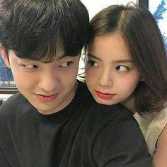 Resultado de imagem para korean couple ulzzang kiss on the forehead Couple Goals, Cute Couples Goals, Korean Ulzzang, Ulzzang Boy, Cute Relationship Goals, Cute Relationships, Couple Relationship, Cute Korean, Korean Girl