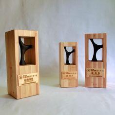 木材活用コンクール の 木のトロフィー!|うたたね の デザイン と モノ作り Foyer Design, Lamp Design, Trophy Maker, Wooden Award, Trophy Plaques, Acrylic Trophy, Trophy Display, Plaque Design, Trophy Design