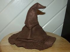 Sorting hat thread catcher and pin cushion - MISCELLANEOUS TOPICS