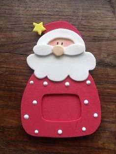 Esses Papais Noel foram inspirados em um enfeite de madeiraque minha irma comprou. Gostei muito do resultado!! Achei que eles ficaram bem l...