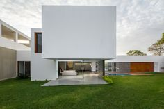 Gallery of PL House / AI2 Design - 1