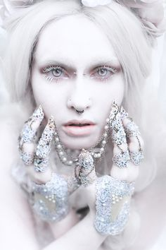 Elegant Portraits of Royalty by Laura Sheridan  Belgian photographer Laura Sheridan works together with talented makeup artists, fashion designers and jewellers to create astonishing, fantastic portraits.