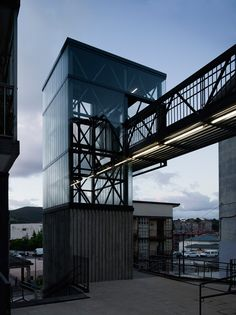 steep mountain slopes isolating residences from the valley below prompt an urban solution, realized as a pedestrian bridge and elevator. Architecture Portfolio, Contemporary Architecture, Architecture Details, Truss Structure, Elevator Design, Steel Trusses, Glass Elevator, Exterior Stairs, Bridge Design
