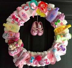 Baby Shower Decorations For Boys To Make Diaper Wreath Super Ideas Idee Cadeau Baby Shower, Bricolage Baby Shower, Regalo Baby Shower, Fiesta Baby Shower, Baby Shower Fun, Baby Shower Gender Reveal, Baby Shower Parties, Baby Shower Themes, Baby Boy Shower