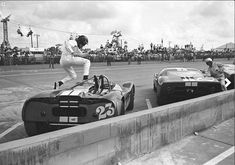 The athletic Dan Gurney participating in a Le Mans-style start in a Lotus at the 1965 Sebring 12 hours. Sports Car Racing, F1 Racing, Road Racing, Sport Cars, Motor Sport, Le Mans, Nascar, Daytona 24, Course Automobile