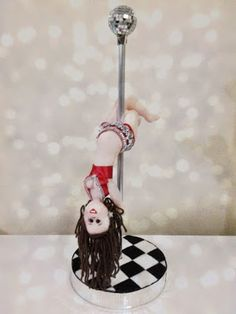 Boneca no Pole Dance