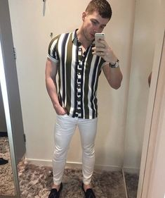 Best how to wear shirt casual street styles Ideas Stylish Men, Men Casual, Black Outfit Men, How To Wear Shirt, Moda Formal, Best Mens Fashion, Casual Street Style, Mens Clothing Styles, Shirt Style