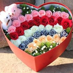 62 ideas for birthday flowers bouquet beautiful roses valentines Valentine Flower Arrangements, Valentines Flowers, Beautiful Flower Arrangements, Bouquet Cadeau, Gift Bouquet, Flower Box Gift, Flower Boxes, Arrangements Ikebana, Floral Arrangements